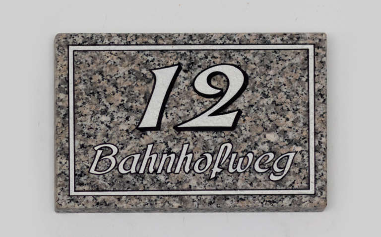 Hausnummer H8